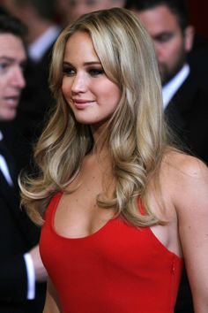 Jennifer Lawrence is super hot and sexy and gorgeous Shes my girl! Beautiful Celebrities, Beautiful Actresses, Gorgeous Women, Happiness Therapy, Blond, Jennifer Lawrence Pics, Kentucky, Sexy, Hair Beauty