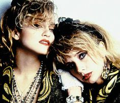 Madonna and Rosanna Arquette in Desperatly Seeking Susan. Madonna is a individual character who has her own fashion sense. Rosanna copies her image. In this photo we see them looking very similar with the same kind of outfits and make up 80s Movies, Good Movies, I Movie, Movie Stars, Rosanna Arquette, Patricia Arquette, Hard Rock, Desperately Seeking Susan, Madonna 80s