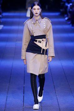 DKNY Spring 2017 Ready-to-Wear Fashion Show - Irina Djuranovic