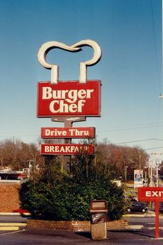 The last existing Burger Chef (in Cookesville, TN) closed in This isn't the one we had in East Liverpool Oh, but I remember it next to Pizza Hut on St Clair Ave Restaurant Signs, Vintage Restaurant, My Childhood Memories, Best Memories, Childhood Toys, Vintage Ads, Vintage Signs, Retro Ads, Vintage Stuff