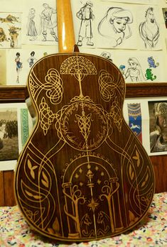 More pics of Sharpie Art Guitar. This is the guitar that's been customized via Sharpie with some legit looking Lord Of The Rings graphics by old artist Vivian Xiao. Lotr, Lord Of Rings, O Hobbit, J. R. R. Tolkien, Into The West, Sweet Lord, Guitar Art, Ukulele Art, Guitar Tattoo