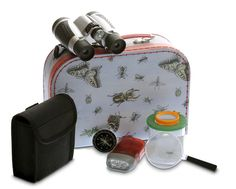 The perfect gift for the little explorer in your life! Child-size binoculars, magnifying glass, bug viewer and torch all contained in a suitcase decorated with insects!