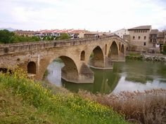 Puente románico de Puente la Reina (Navarra).