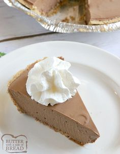 Hershey Chocolate Pie is a no-bake chocolate pie made with melted marshmallows, melted Hershey bars and real whipped cream in a graham cracker crust. This easy chocolate pie recipe is so simple to make and is rich, chocolatey and absolutely delicious! Hershey Chocolate Pie, Easy Chocolate Pie Recipe, Chocolate Mousse Pie, Chocolate Pies, Chocolate Flavors, Desserts To Make, Delicious Desserts, Hershey's Cookies N Cream, Cake Cookies