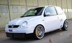 VW Lupo mit zwei V6 und 408 PS - Was machen, wenn die Karre mehr Power haben soll, aber V8 und Co nicht reinpassen? Lösung: zwei Motoren einbauen! Diese Form von Tuning hat bereits Tradition: Schon Ende der 1950er-Jahre fuhr die Ente mit zwei Motoren vor,