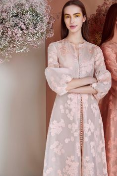 Lela Rose Pre-Fall 2019 Fashion Show Collection: See the complete Lela Rose Pre-Fall 2019 collection. Look 19 Muslim Fashion, Modest Fashion, Hijab Fashion, Fashion Dresses, Trendy Fashion, Fall Fashion, Fashion Trends, Kebaya Modern Dress, Kebaya Dress