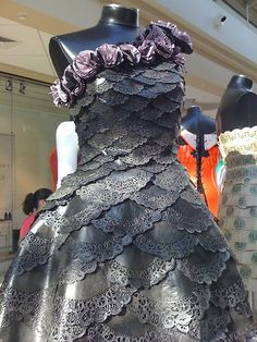 Fantástico paper doily dress find mannequins for your art projects at the mannequin boneyar. paper doily dress find mannequins for yo. Paper Fashion, Fashion Art, Fashion Show, Fashion Design, Dress Fashion, High Fashion, Paper Clothes, Paper Dresses, Barbie Clothes