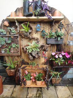 Vertical garden from recycled cable drum Backyard Projects, Garden Projects, Cactus Y Suculentas, My Secret Garden, Garden Planters, Diy Planters, Garden Spaces, Dream Garden, Permaculture