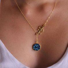 4f492a9687db Hermoso collar en oro goldfilled con con dije circular con DRUSA color azul  Pide el tuyo WhatsApp 3022736221 Entregas 100% seguras  collar   orogoldfilled ...