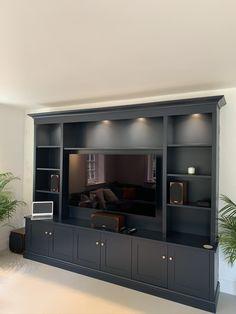 Built In Tv Wall Unit, Built In Shelves Living Room, Built In Tv Cabinet, Tv Built In, Living Room Wall Units, Living Room Tv Unit Designs, Home Living Room, Tv Wall Unit Designs, Tv Wall Units