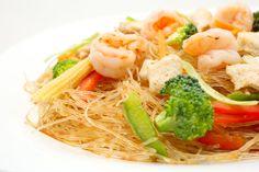 Fideo de soja salteado al wok con verduras y langostinos / Soy Noodles wok with fresh vegetables and prawns wok sauteed #comidathai #tailandia #thaifood #thailand #asianfood #comida #asiatica