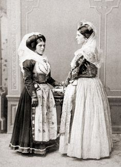 World of Ethno: Photo Greek Traditional Dress, Traditional Outfits, Tribal Costume, Folk Costume, Vintage Photos Women, Vintage Photographs, Vintage Italy, Foto Vintage, Vintage Couture