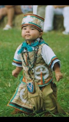 First Nation Royalty. Native American Dress, Native American Regalia, Native American Pictures, Native American Beauty, Native American History, Native Child, Native American Children, Beautiful Children, Beautiful Babies