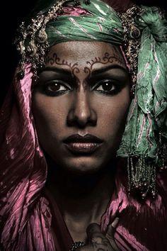 b1cad4e419aa  3 Visages, Maquillage Tribal, Visage Du Monde, Portrait Femme, Peuple,