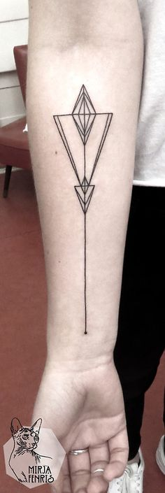 Geometric tattoo done by Mirja Fenris, Berlin (Germany)