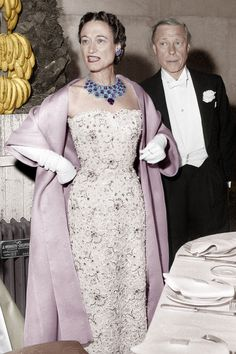 The Duke and Duchess of Windsor at the Gala à l'Orangerie ball at the Château de Versailles, in June 1953. Wallis Simpson wears an amethyst, turquoises and diamond necklace made in 1947 by Cartier.