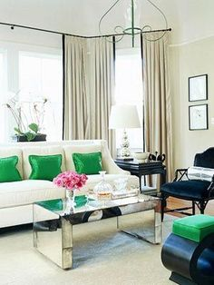 Classic Chic Home: Classic Chic Living Rooms - A Definition of Style Home Living Room, Living Room Designs, Living Room Decor, Living Spaces, Mirrored Coffee Tables, Mirrored Table, Table Mirror, Glass Table, Table Lamps