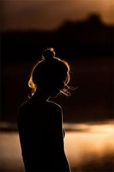 οταν η νυχτα πεφτει, χανεις  τα ορια του εαυτου σου.. στην πραγματικοτητα υπαρχουμε ολοι μαζι μεσα σε ενα αεναο Συμπαν...Την φωτογραφια την βρηκα στο Πιντερεστ..