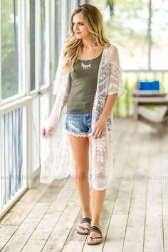 Voted The Online Women's Clothing Boutique! White Kimono Outfit, Lace Cardigan Outfit, White Lace Kimono, Women's Summer Fashion, Boho Fashion, Fashion Outfits, Fashion Over 50, Everyday Outfits, I Dress