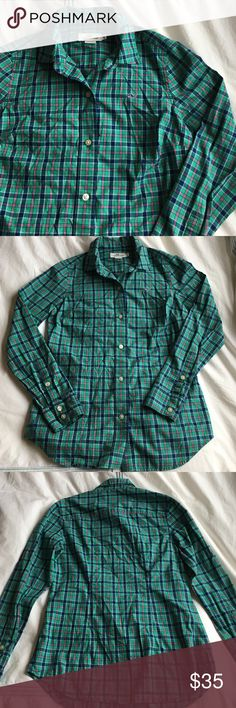 Vineyard Vines green cove plaid button down So cute with jeans and a vest! EUC. 100% cotton. 26 inches long. Green, blue and pink plaid! Vineyard Vines Tops Button Down Shirts