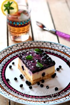 """Fe-no-me-na-lni kolač sa borovnicamav - No-bake cake with blueberries (recipe in Serbian) [biscuits, gelatine, sour cream, cream, blueberries, eggs] . From author: """"Literally the best cake I have ever made/consumed."""""""