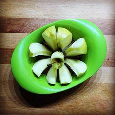 Uy cómo mola este artilugio corta-manzanas  #cocinando #ladecacharrosquetengo