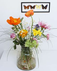 Een veldboeket is prachtig. Op de eettafel, of naast de TV. Met deze 10 stappen maak jij je eigen frisse veldboeket. Succes! Happy Flowers, Bright Flowers, Simple Flowers, Summer Flowers, Summer Flower Arrangements, Beautiful Flower Arrangements, Floral Arrangements, Alter Flowers, Love Flowers