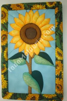 CUADRO GIRASOL PATCH SIN AGUJA1                                                                                                                                                                                 Más Applique Patterns, Applique Quilts, Applique Designs, Small Sewing Projects, Sewing Projects For Beginners, Barn Board Projects, Sunflower Quilts, Stained Glass Quilt, Country Quilts