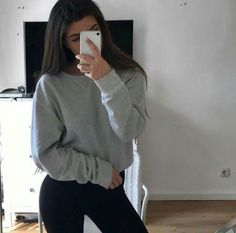 ❤ Find more clothing winter, summer clothing and fashion, designer dresses and evening dresses. Another best jeans, clothing rack and skinny jeans Casual Outfits, Cute Outfits, Fashion Outfits, Womens Fashion, 80s Fashion, Tmblr Girl, Mode Kawaii, Leila, Foto Pose