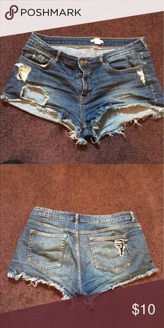 h&m Jean shorts cutoff denim short 12 Cute denim shorts form h&m fit true to size , not stretchy H&M Shorts Jean Shorts