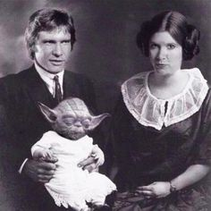 Han Solo, Princess Leia and Yoda from Star Wars. I want one of these pics so bad. Star Wars Meme, Star Wars Art, Star Trek, Images Star Wars, Star Wars Pictures, Family Portraits, Family Photos, Tableau Star Wars, Film Science Fiction