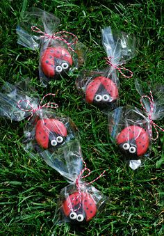 The Sweet Swiper: Happy Valentine's Day Oreo Ladybug cookies Great party favor