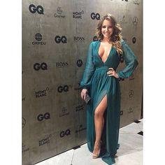 Woman of the year @re_dominguez 💚  Re usa brincos @denisequeirozdesigner | anéis @laramader_joias | vestido @barbarabela | clucth @swarovski | sandália @schutzoficial  Tks @zanyassessoria • •  #redominguez #actress #solnascente #redeglobo #concept #sirlene #estilo #elegância #color #gq #menoftheyear #diva #power #poder #beautiful #linda #newstyle #moda #vogue #elle #job #loveit #style #styling #stylish #job #luvmyjob #loveit