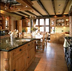 English Country Kitchen...Oh what I could do in this kitchen