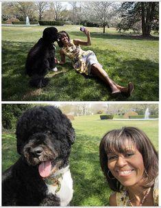 IN BEELD. Hoe Michelle Obama een van de populairste First Ladies ooit werd Michelle Et Barack Obama, Michelle Obama Fashion, Bo Obama, Barack Obama Family, Celebrity Selfies, Best Selfies, Joe Biden, Durham, Obama Photos