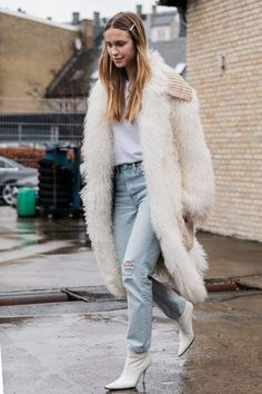 a5b6df45 street style_fur coat - DIMANCHE Casual Street Style, Nyfw Street Style,  Street Style 2018