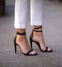 white pants and black heels #LadyLuxe #byMario #ChicagoSpa