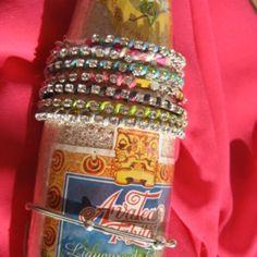 Bracelet brésilien façon rivière rose fluo et noir en suédine et cristal