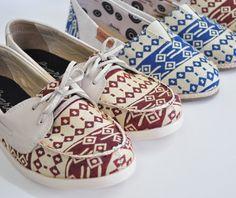 Calçados inverno 2016 da Barth Shoes, os modelos são Docksider Tec Asteca Bordô e Alpargata Nanda Trama Asteca Azul