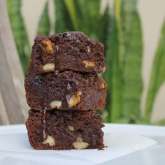 I think I've just died and gone to brownie heaven. You know those cafe style brownies? With the crisp edges, soft gooey middle, a slight crunch of walnut and if you're lucky, giant melting dark cho...