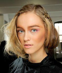 5 Ways to Wear the Season's Best Hair AccessoriesFear No Beauty ...