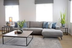 Awesome rustic farmhouse living room are readily available on our internet site. Check it out and you wont be sorry you did. Living Tv, Living Room Modern, Home Living Room, Living Room Decor, Interior Decorating Styles, Condo Decorating, Interior Design, Living Room Inspiration, Home Decor Inspiration