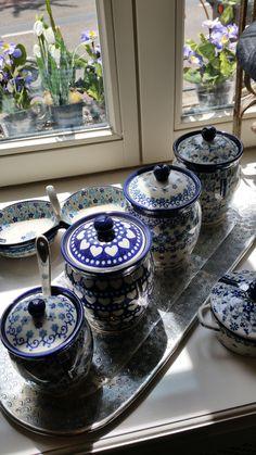 Wat zijn ze mooi, deze voorraadpotten van Bunzlau Castle op een metalen ovalen dienblad verkrijgbaar in onze winkel in Klimmen of op www.myhomeandgarden.nl