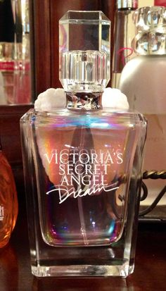 Looking for a new perfume this winter? Here are the most glamorous perfumes for females to make sure you smell incredible at your upcoming party. Perfume Storage, Homemade Perfume, Perfume Recipes, Eos Lip Balm, Victoria Secret Perfume, New Fragrances, Perfume Fragrance, Perfume Collection, Smell Good