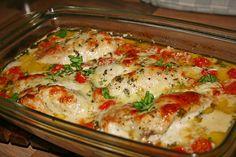 Zutaten 4 Hühnerbrust - Filet Salz und Pfeffer 1 EL Öl 250 g Cocktailtomaten 1/2 Topf Basilikum 200 g Sahne 100 g Sahne-S...