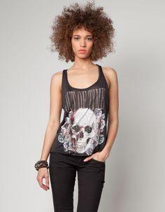 BERSHKA SS12  Camiseta Bershka gráfico calavera  17,99€ en rebajas 7,99€  Color: Negro  Ref. 3479/167