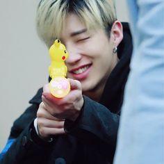 종업 ※ he knows he gotta catch them all and he knows he gonna catch them all *cr: triangle moon ———— #문종업 #비에이피 #종업 #BAP #jongup #kpop
