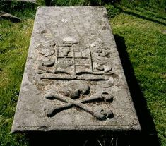 A Knight Templar grave at Kilmartin on the West Coast of Scotland. Note the skull and crossbones. Masonic Art, Masonic Symbols, Knights Hospitaller, West Coast Scotland, Templer, Cemetery Art, Freemasonry, Chivalry, Skull And Bones