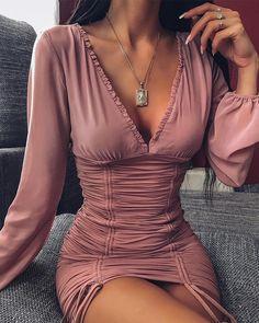 Bustier dress - Decote em V Ruched Vestido Bustier – Bustier dress Fashion Mode, Look Fashion, Party Fashion, Mode Outfits, Sexy Outfits, Casual Outfits, Bustier Dress, Bodycon Dress, Ruched Dress