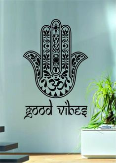 Barato Good Vibes Hamsa Hand Version Vinyl Wall Decal Blessings Power Strength Om Wall Sticker Yoga Room Decorative Home Decoration, Compro Qualidade . Vinyl Decor, Vinyl Wall Decals, Vinyl Art, Art Decor, Wall Stickers Yoga, Hand Quotes, Posca Art, Hand Tattoo, Hand Of Fatima